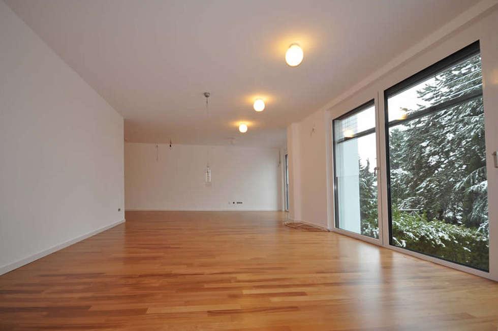 Licht im Wohnraum: moderne Wohnzimmer von Fa. RESANEO®