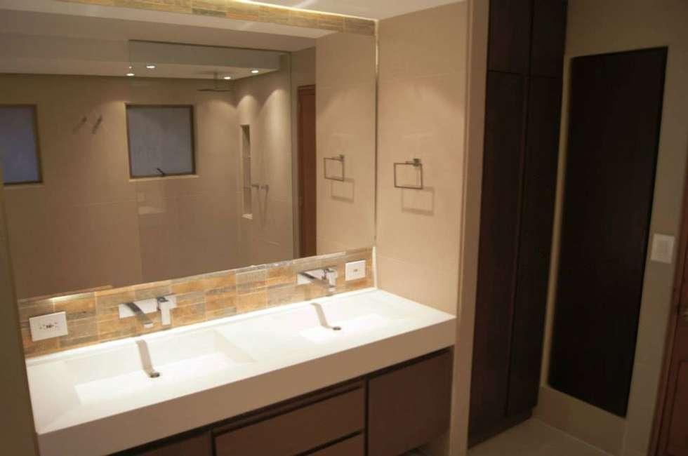 Baño Principal : Baños de estilo clásico por MARECO DESIGN S.A.S
