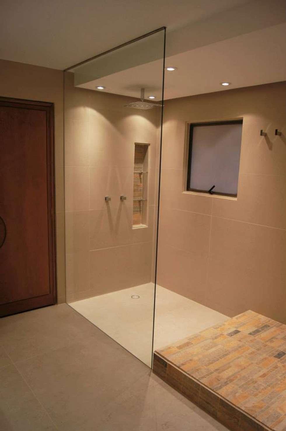 Baño Principal: Baños de estilo clásico por MARECO DESIGN S.A.S