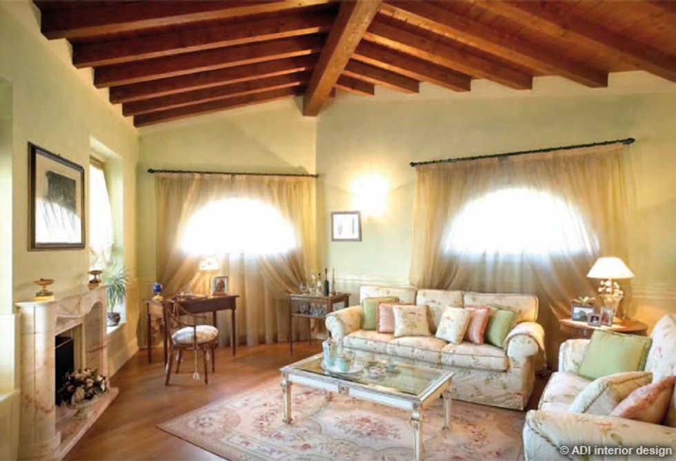 Casa da rivista : soggiorno in stile in stile classico di adi