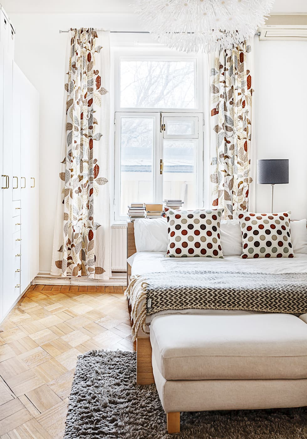 Dormitorios de estilo escandinavo por K-Studio