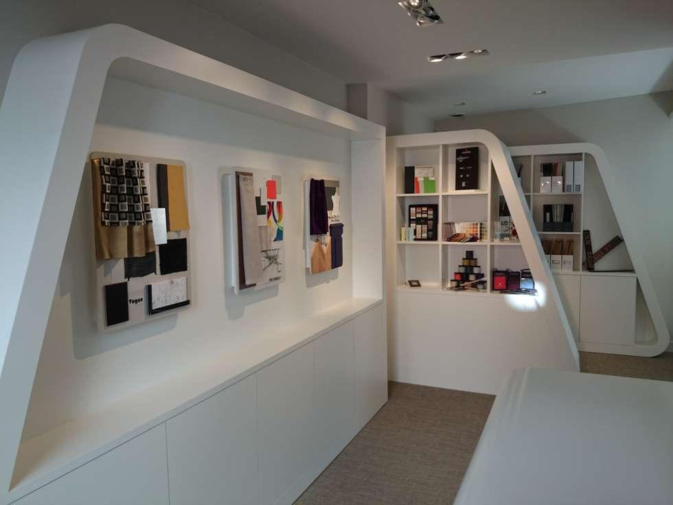 Showroom: Bureau de style de style Moderne par ES'KIS