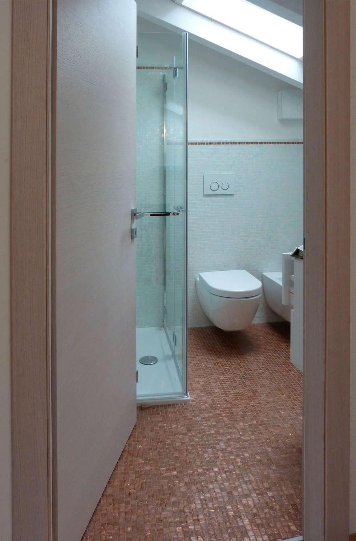 Restauro villetta a Verona: Bagno in stile in stile Moderno di STEFANIA ARREDA