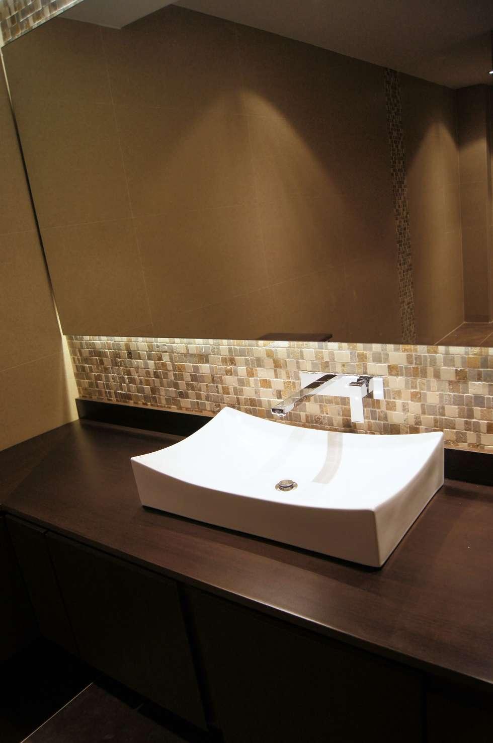 Baño Huéspedes : Baños de estilo clásico por MARECO DESIGN S.A.S