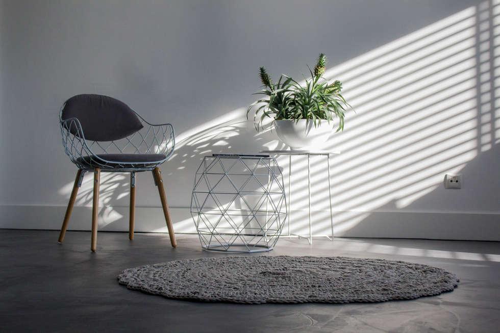 Motion gietvloeren: modern tarz oturma odası homify