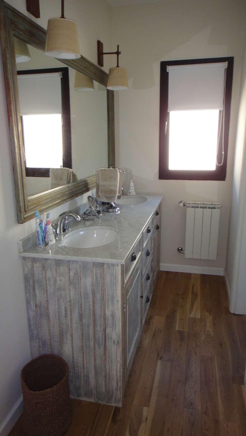 Antebaño: Baños de estilo moderno por 2424 ARQUITECTURA