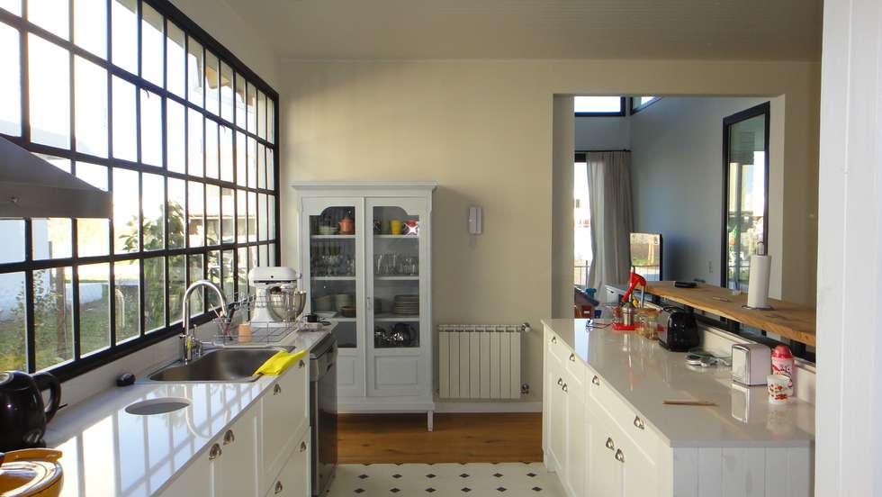 Cocina: Cocinas de estilo moderno por 2424 ARQUITECTURA