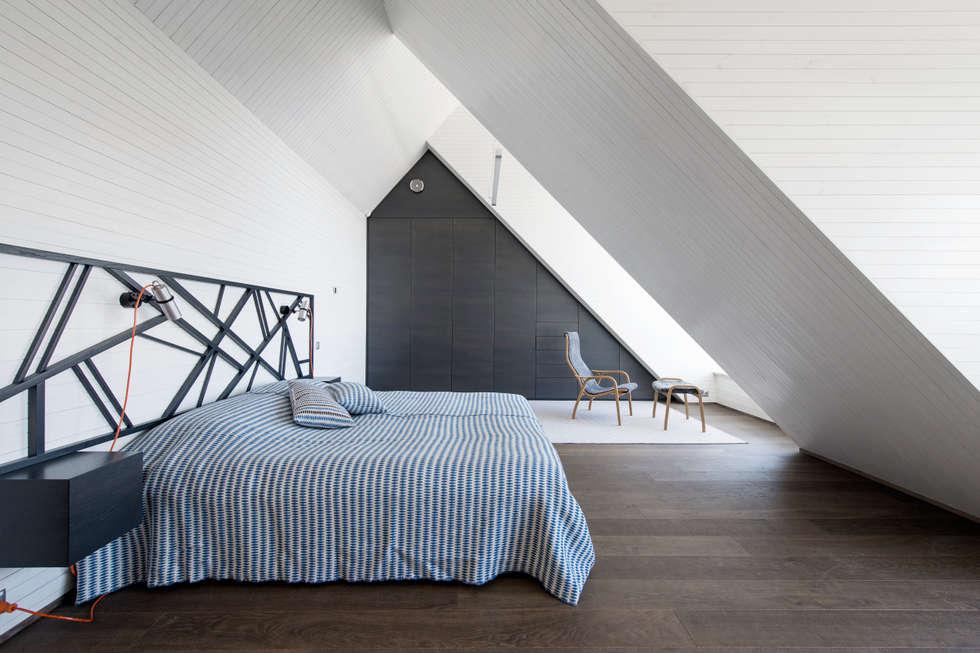 Dezentes schlafzimmer mit hochwertigen accessoires: minimalistische ...