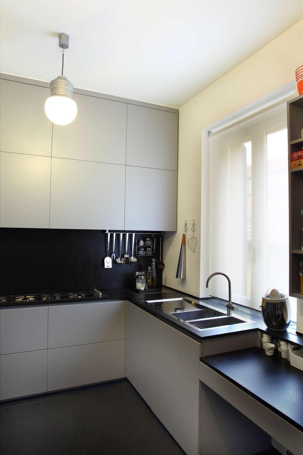casa di ringhiera: Cucina in stile in stile Minimalista di studio ferlazzo natoli