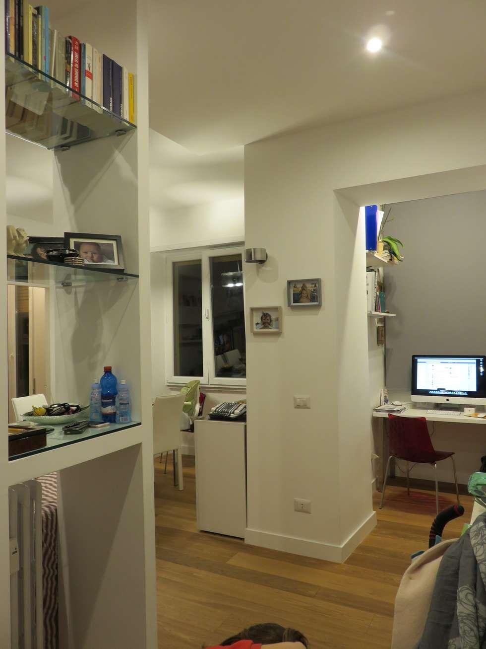Ingresso: Ingresso & Corridoio in stile  di Architetto Roberta Rinaldi