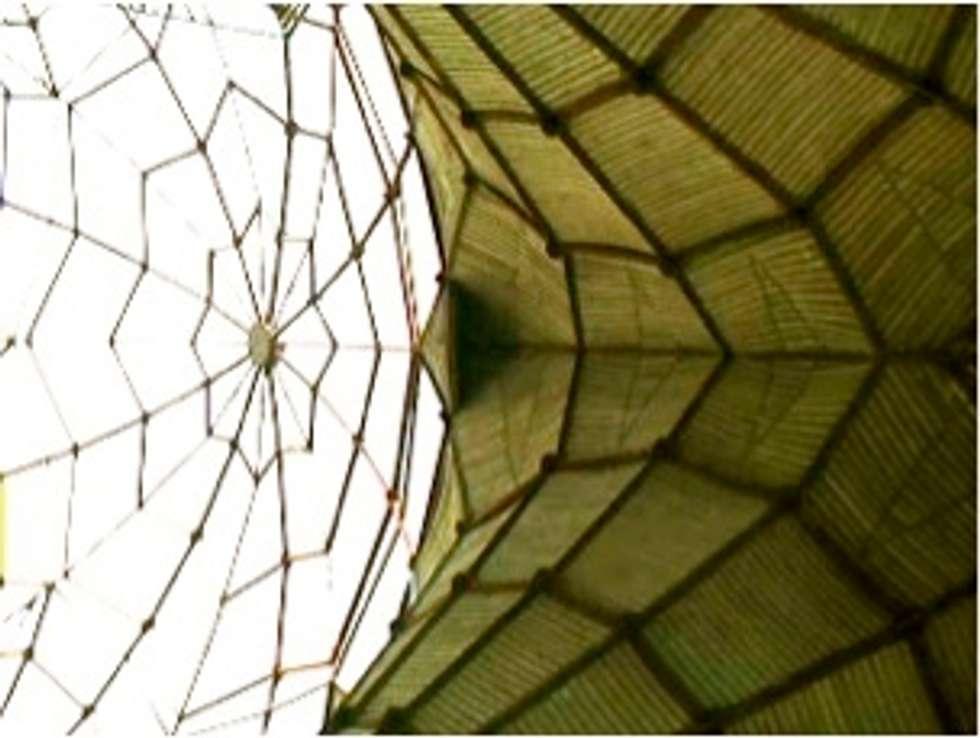 Cerchas tierra-tezontle-cemento: Centros de exhibiciones de estilo  por InSitu