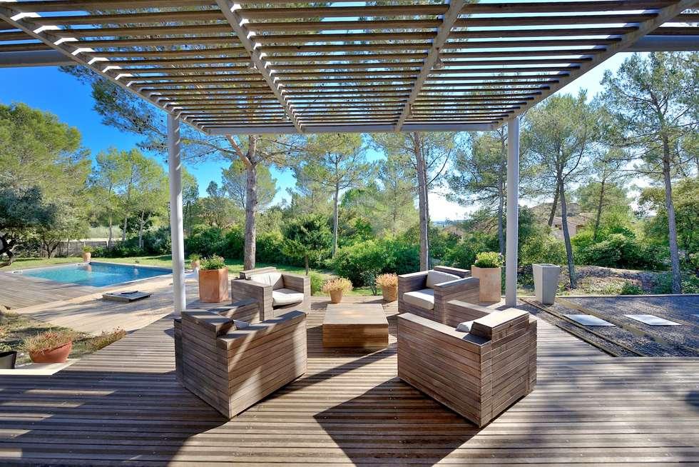 SALON EXTÉRIEUR: Terrasse de style  par JOSE MARCOS ARCHITECTEUR