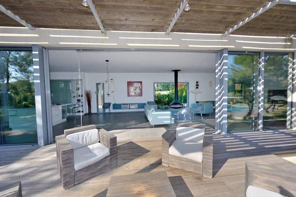 CONCEPT DEDANS-DEHORS: Salle à manger de style de style Moderne par JOSE MARCOS ARCHITECTEUR