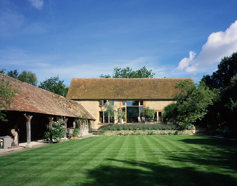 KSR Architects   Luxury barn conversion   Exterior & garden: rustic Houses by KSR Architects