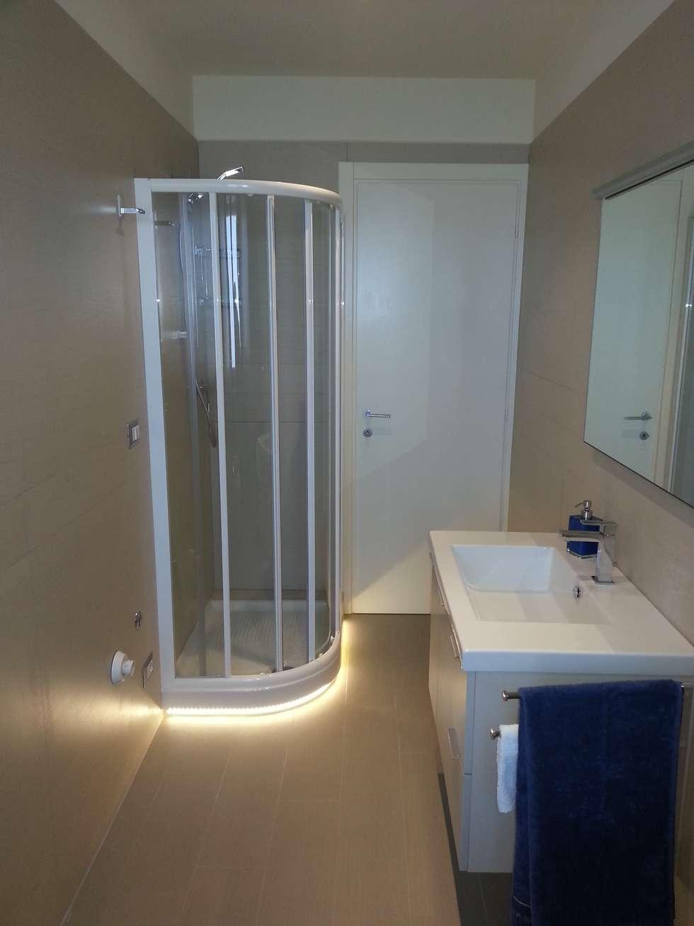 Appartamento M+E: Bagno in stile in stile Moderno di STUDIO TIZIANA GERARDI