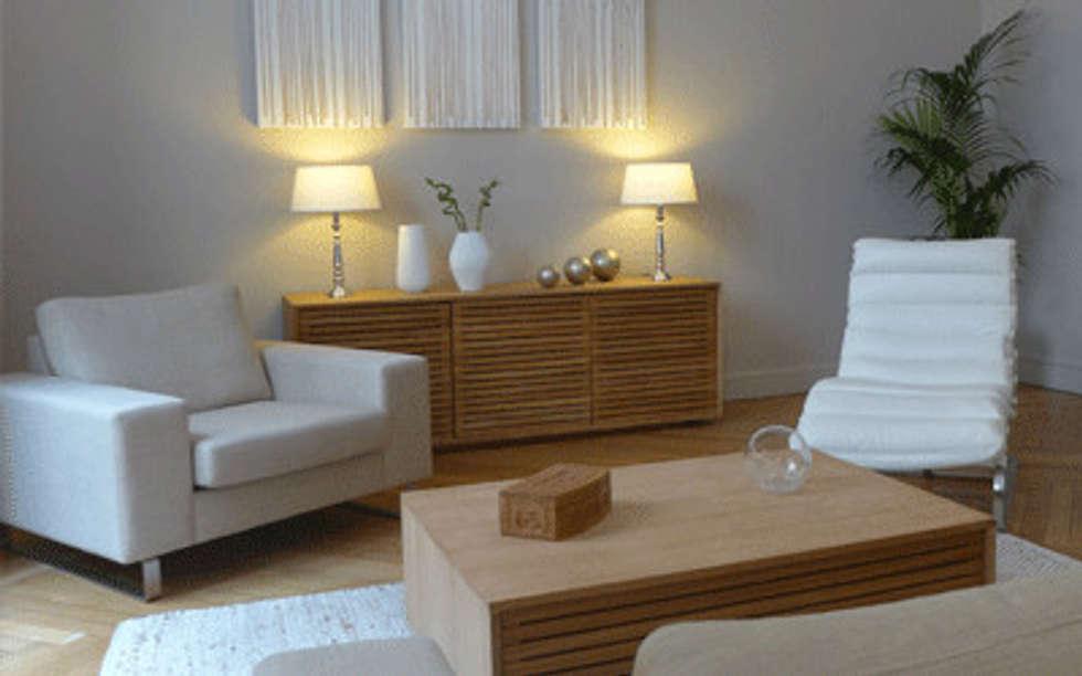 Deux fauteuils et un bahut: Salon de style de style Moderne par Skéa Designer