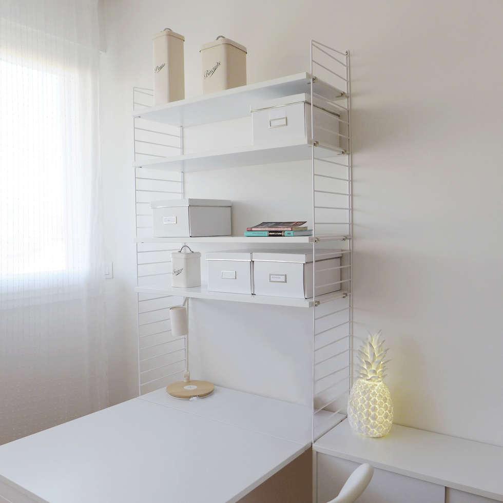 Bibliothèque et bureau épurés: Bureau de style de style Moderne par Skéa Designer