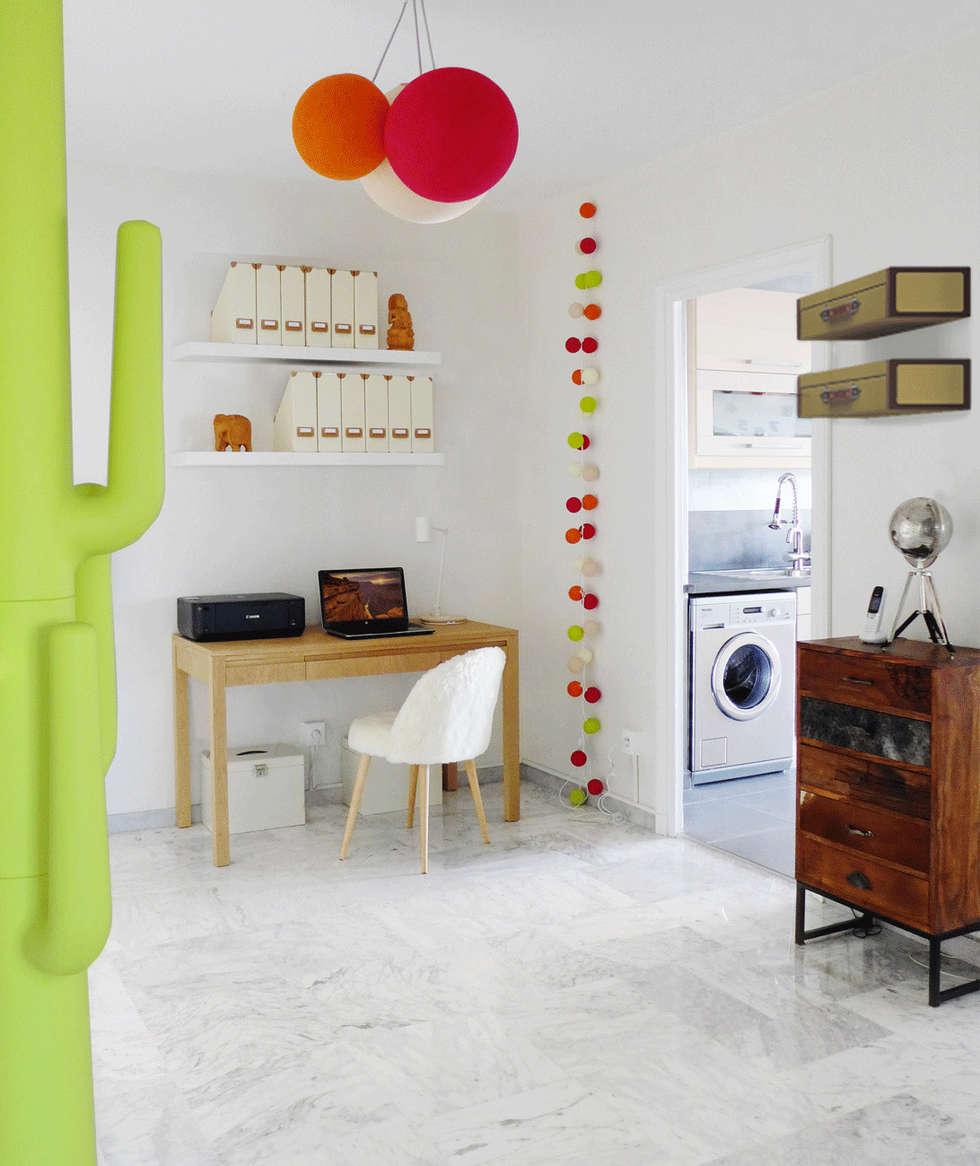 Une entrée fonctionnelle et colorée: Couloir et hall d'entrée de style  par Skéa Designer