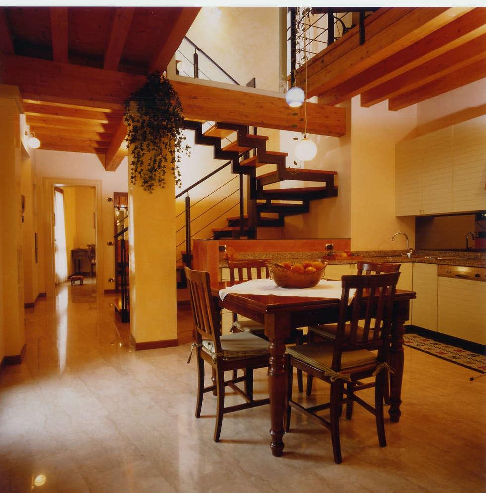 cucina : Cucina in stile in stile Moderno di STUDIO ARCHITETTURA SPINONI ROBERTO