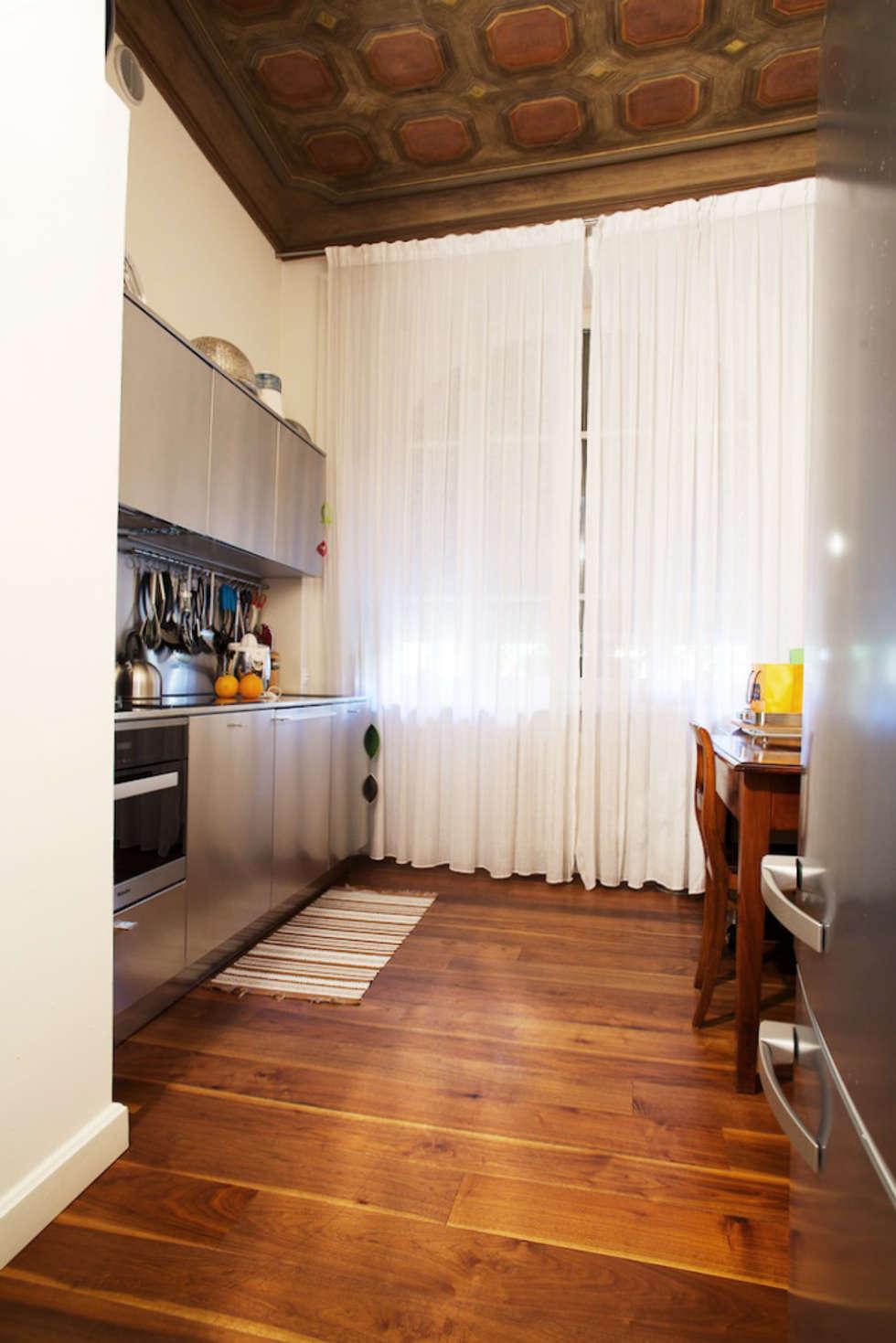 La cucina: Cucina in stile in stile Moderno di DF Design