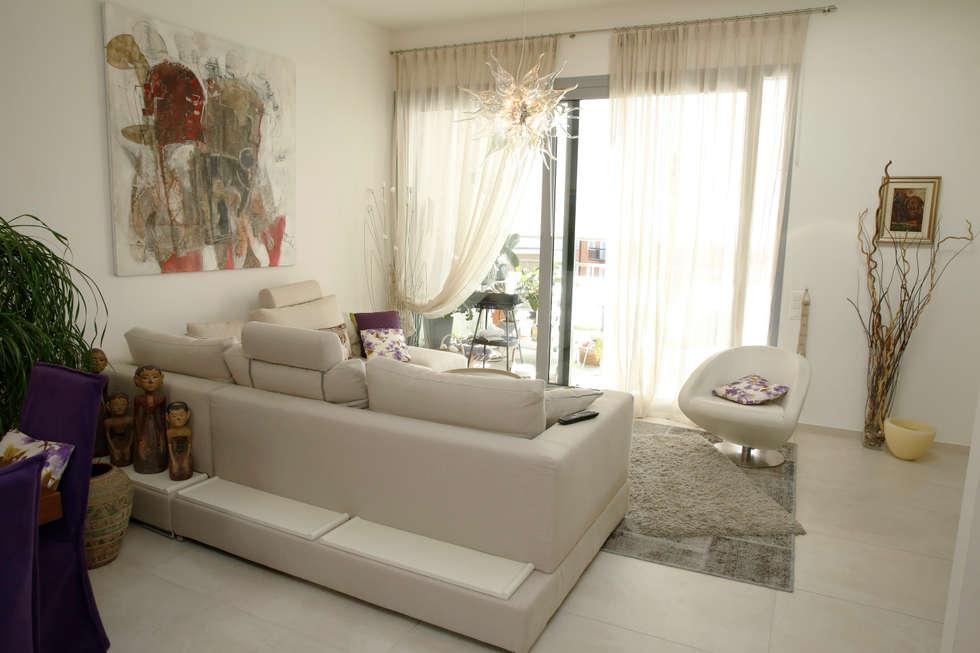 Il salotto: Soggiorno in stile in stile Moderno di DF Design