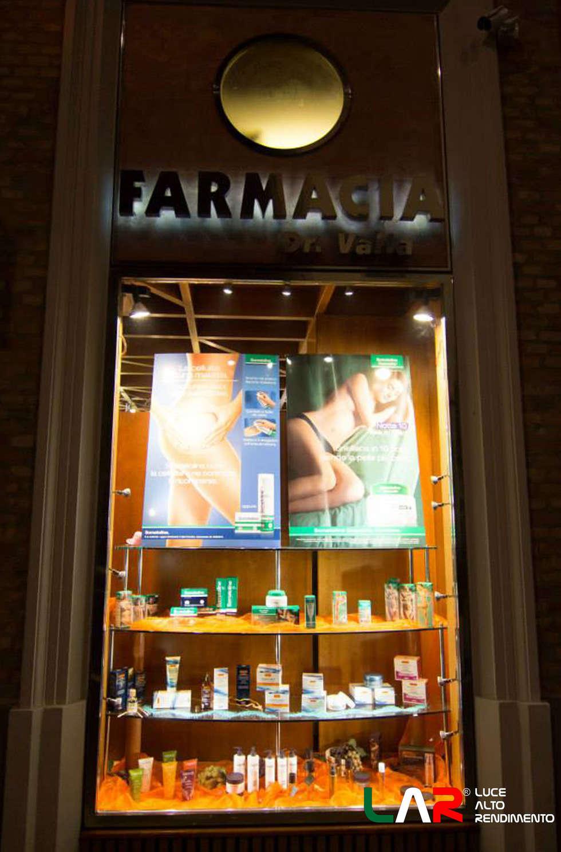 Illuminazione prodotti: Negozi & Locali commerciali in stile  di lar luce alto rendimento srl