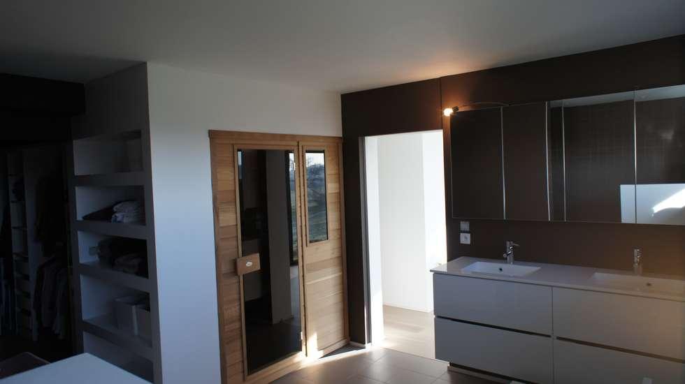 Salle de bain: Salle de bains de style  par Bureau d'Architectes Desmedt Purnelle