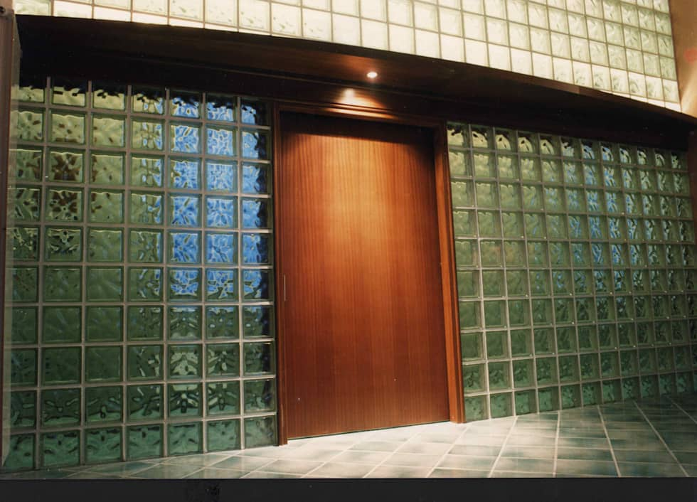 Parete divisoria in vetrocemento: Soggiorno in stile in stile Moderno di arch. Consuelo de Michele