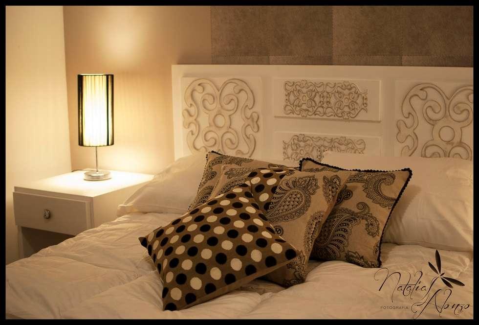 Reciclando mobiliario: Dormitorios de estilo ecléctico por Diseñadora Lucia Casanova