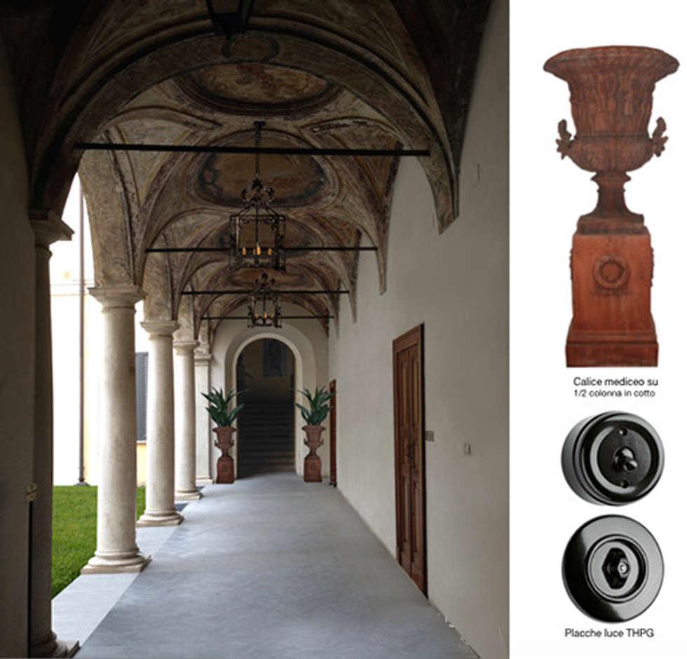 portico e dettagli: Case in stile in stile Classico di Anna Paghera s.r.l. - Interior Design