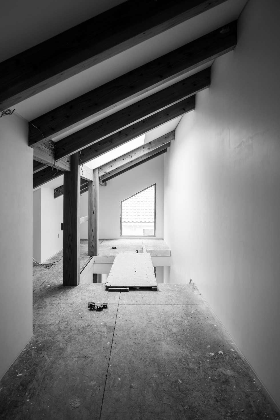 attic: min workshop의  복도 & 현관