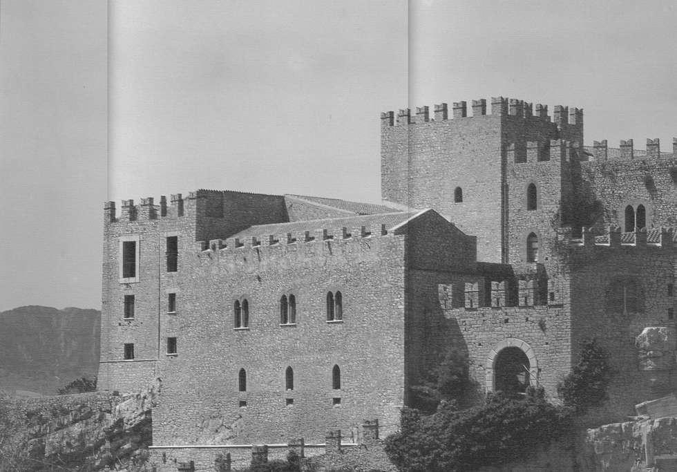 Castello di Caccamo: Case in stile In stile Country di Studio Scibilia srl