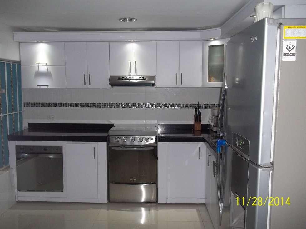 cocina integral en el estilo con meson en granito de marmol negro cocina de