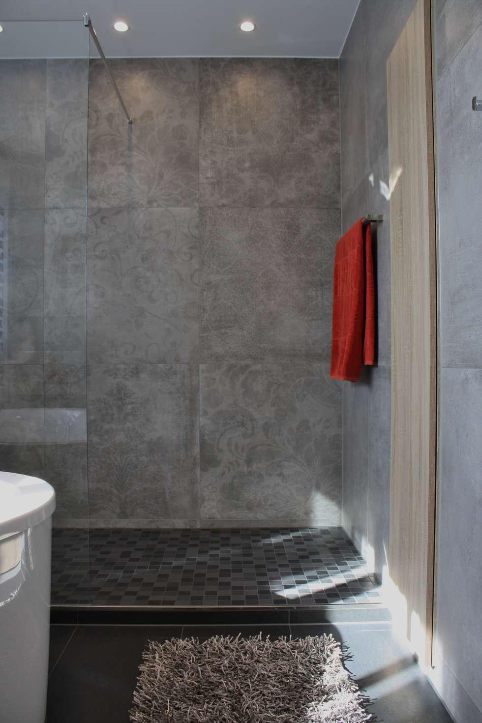 Geräumige dusche: moderne badezimmer von ludwig steup gmbh | homify