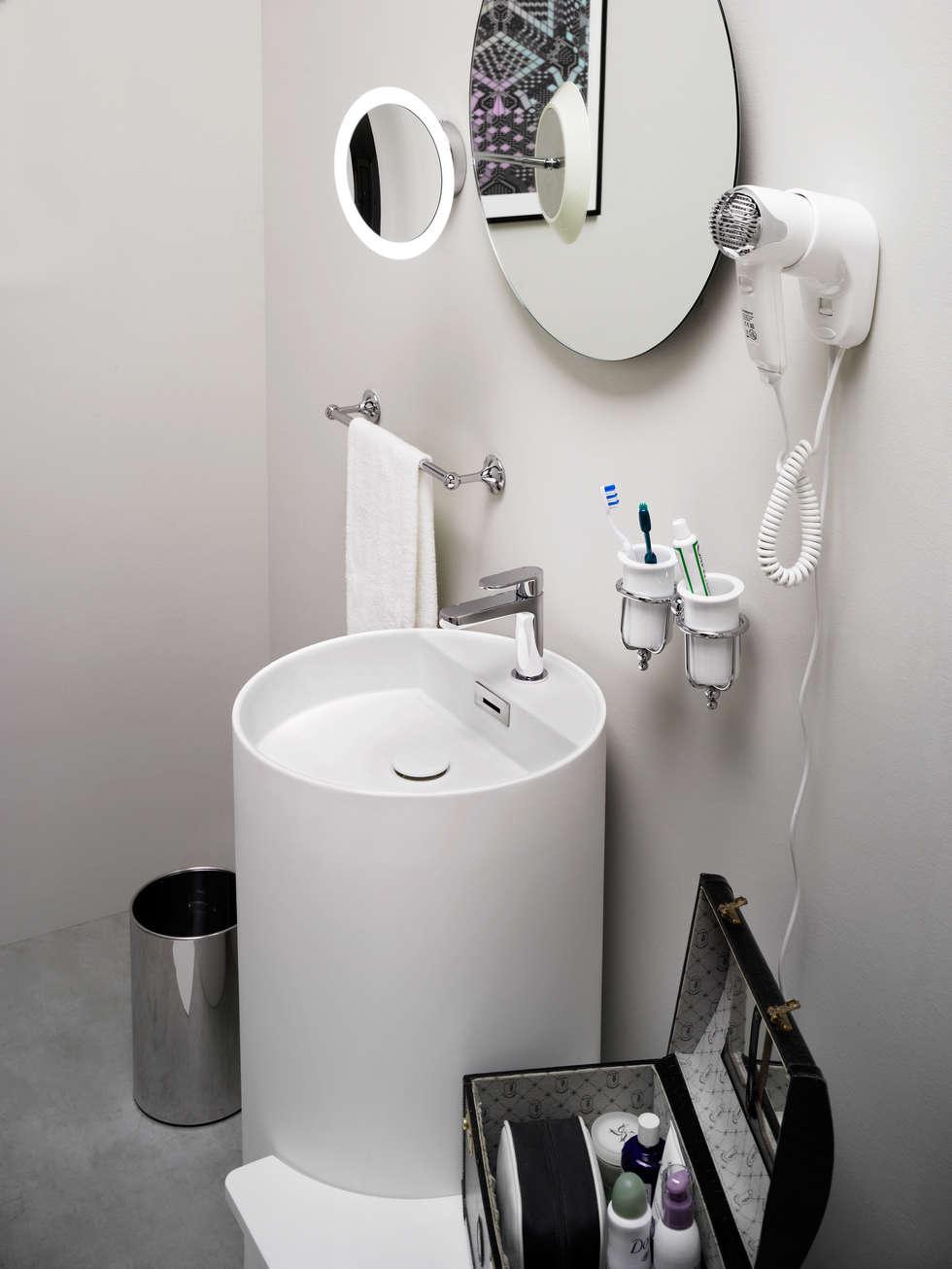 MOMON: Bagno in stile in stile Moderno di Lineabeta