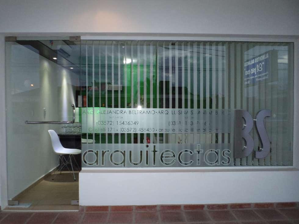 DISEÑO DE VIDRIERA ESTUDIO BS ARQUITECTAS: Estudios y oficinas de estilo moderno por BS arquitectas - Beltramo + Scantamburlo