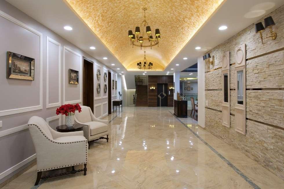 The Hills:  Corridor & hallway by Studio A