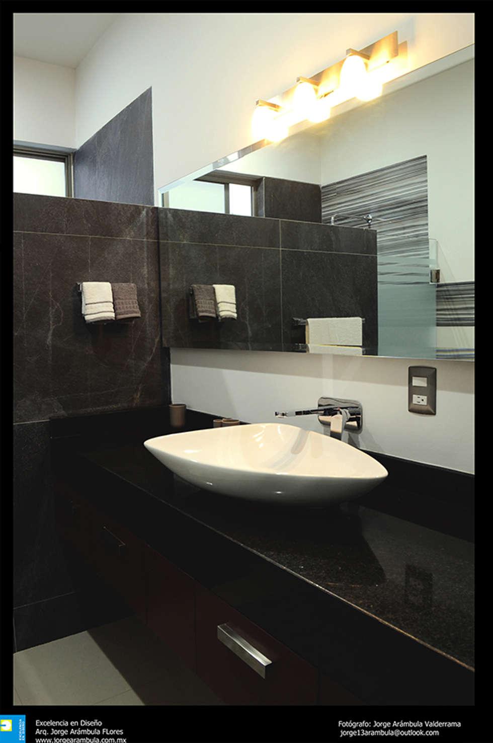 cocina: Baños de estilo  por Excelencia en Diseño