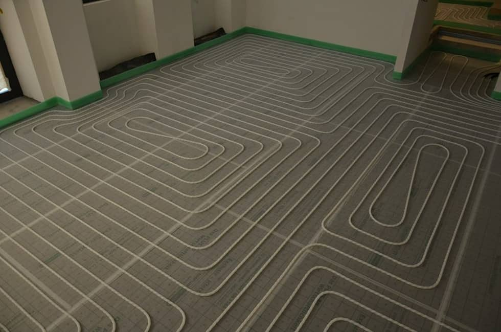 EMPUR Underfloor heating / piso radiante: Paredes  por Dynamic444