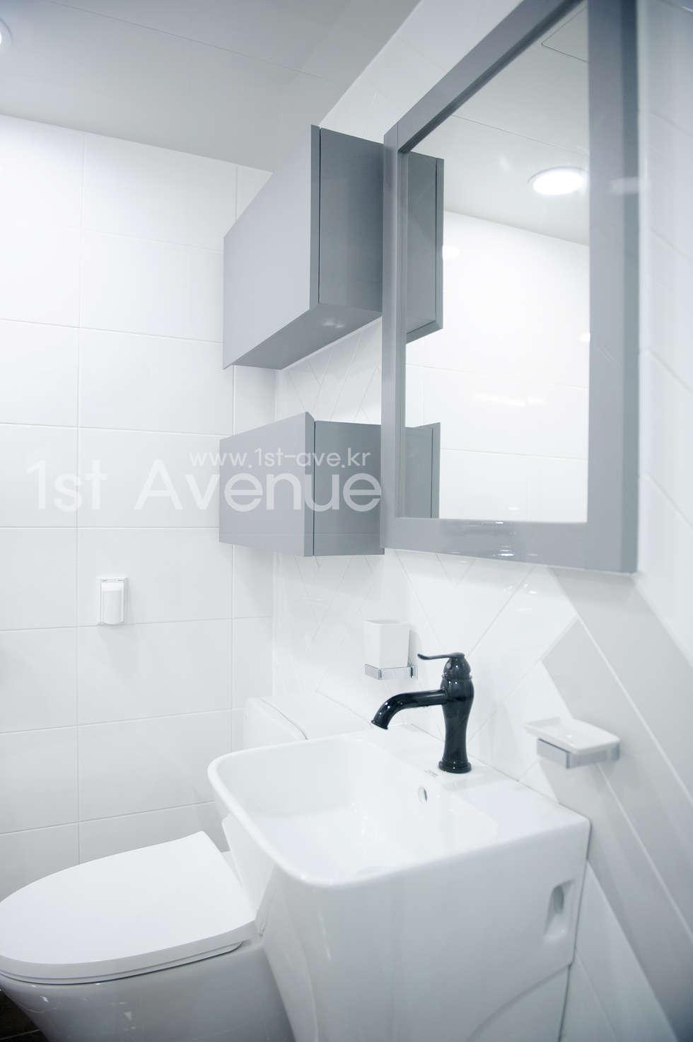 따뜻함이 가득한 홈카페 인테리어 : 퍼스트애비뉴의  화장실