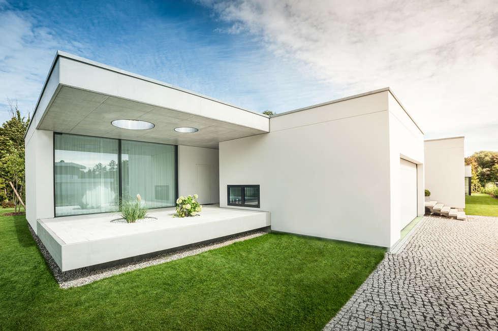 Einfamilienhaus in brandenburg an der havel – außenaufnahme: moderne ...