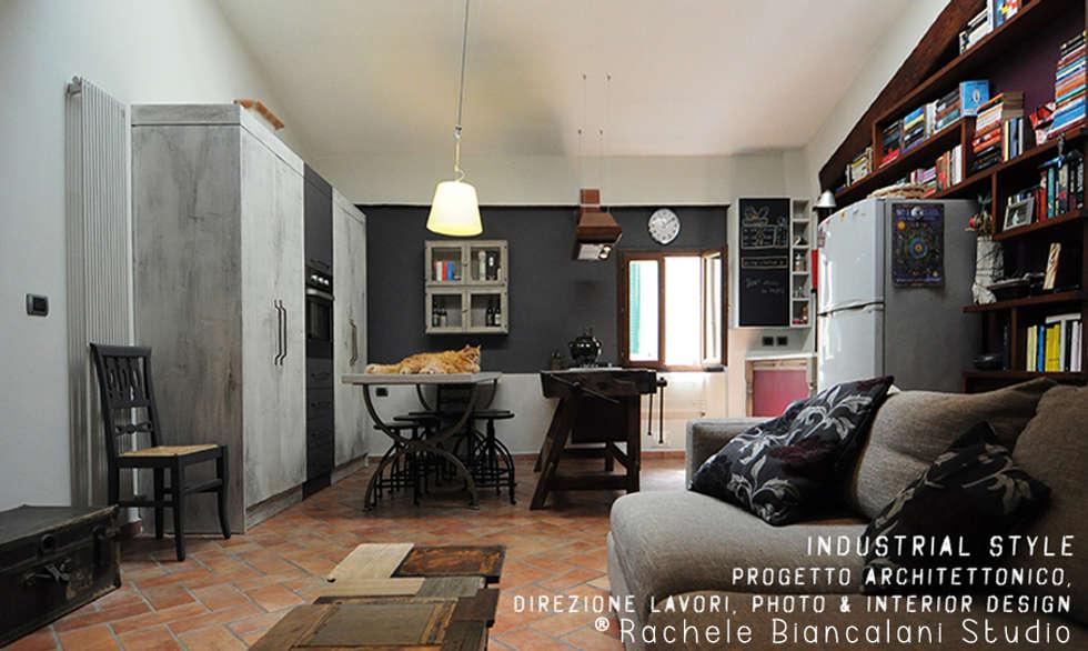 Industrial living room: Soggiorno in stile in stile Industriale di Rachele Biancalani Studio - Architecture & Design