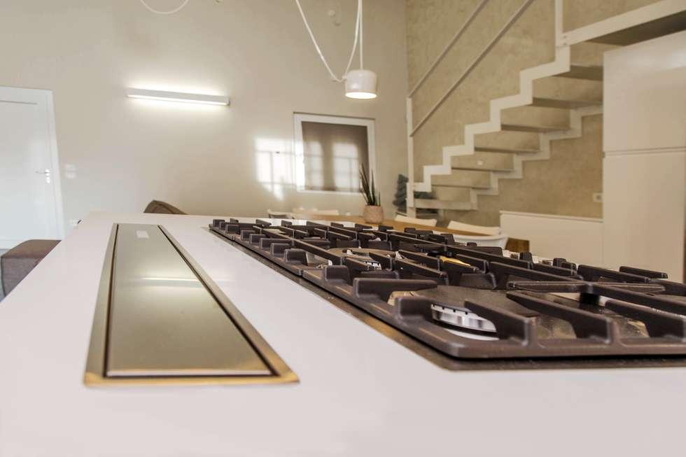Villa Ilaria, casa in legno: Cucina in stile in stile Moderno di Progettolegno srl