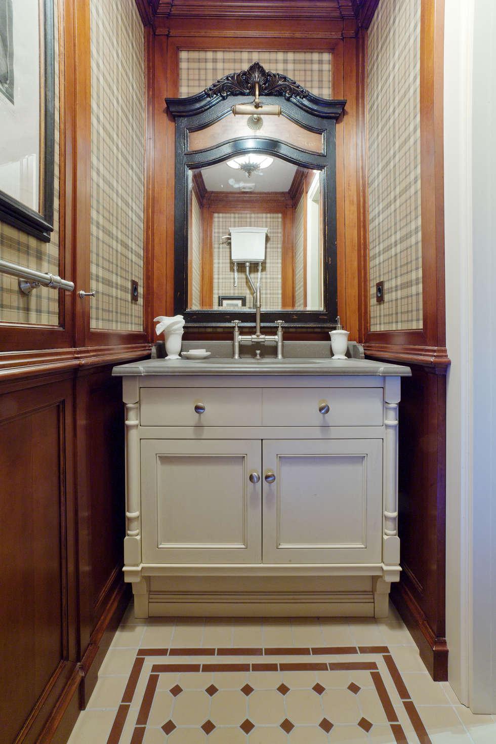 The apartment in Moscow 01: Salle de bains de style  par Petr Kozeykin Designs LLC, 'PS Pierreswatch'