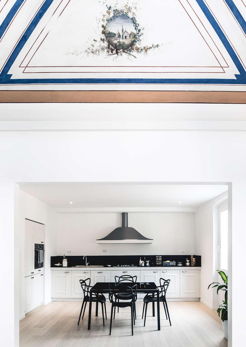 Creto House: Sala da pranzo in stile in stile Moderno di UNO8A