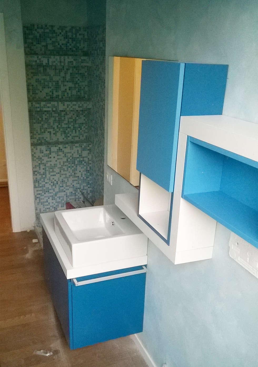 Idee arredamento casa interior design homify - Bagno blu e bianco ...
