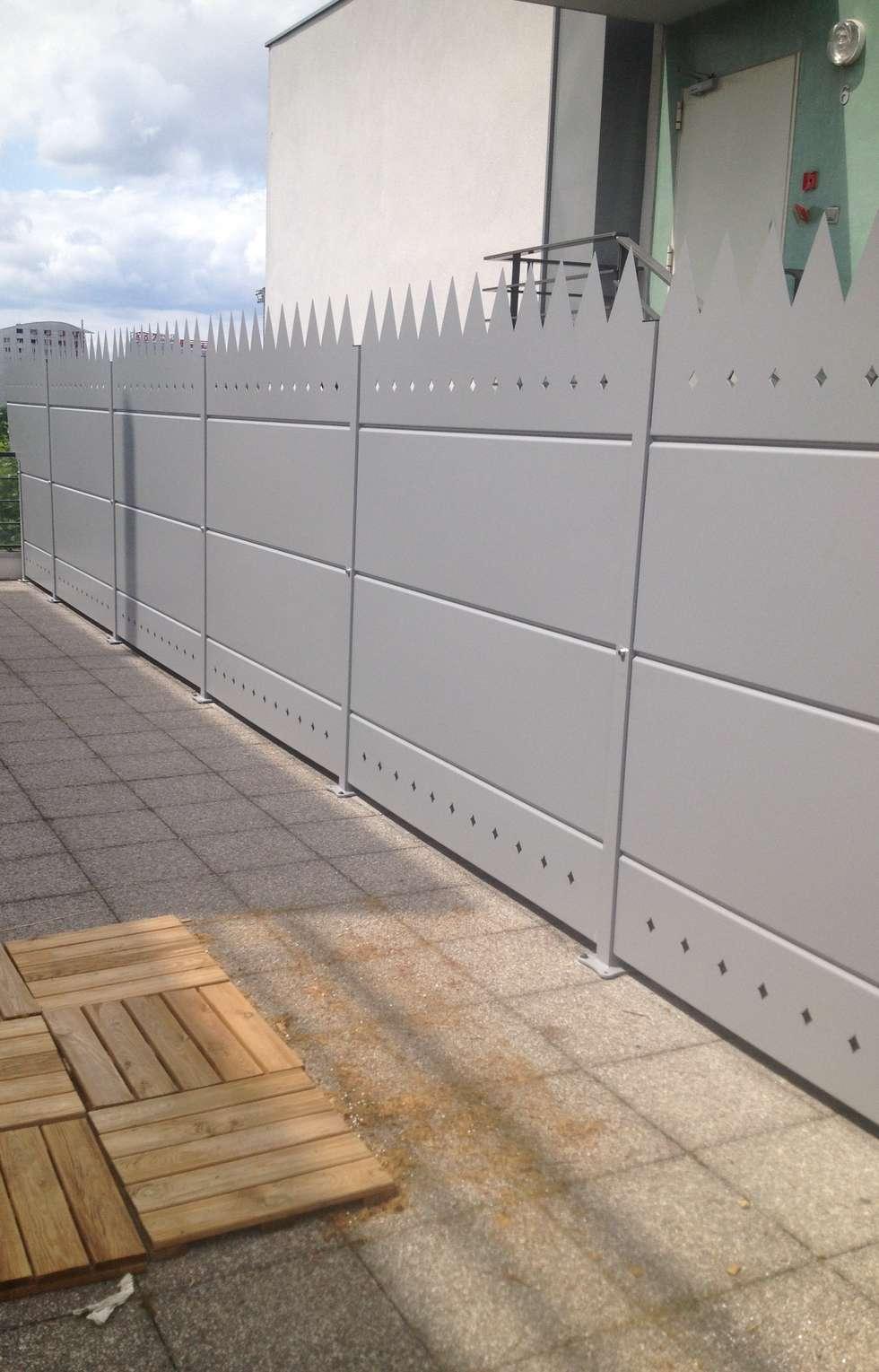 Palissade à herses défensives: Terrasse de style  par Fence Paris