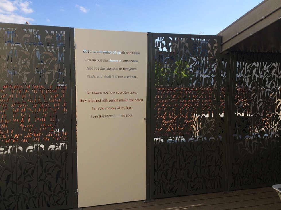 Brise vues + Portillon: Terrasse de style  par Fence Paris