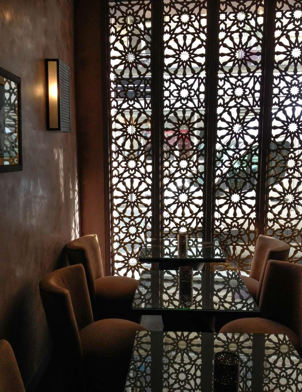 """Façade du Restaurant/Hammam """"Les Cent Ciels"""" : Restaurants de style  par Fence Paris"""