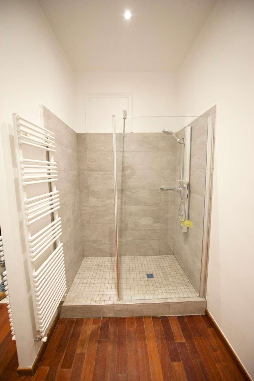 Appartement classique Nice 150m2: Salle de bains de style  par Blue Interior Design